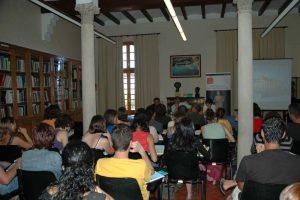 Conferencia de la Dra. Paloma Cabrera impartida en el 62 Curso de Arqueología de Empúries celebrado en el mes de julio del año 2008, año del centenario del inicio de las excavaciones institucionales de Empúries (Imagen: MAC-Empúries).